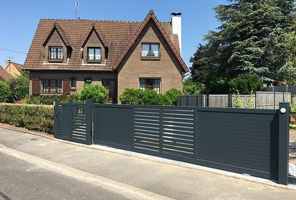 Photo portail intemporel ajouré horizontal noir